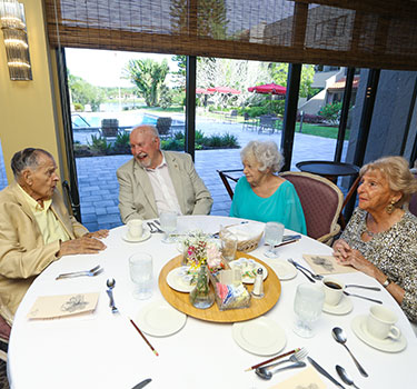 Lakehouse-West-Residents-Dining